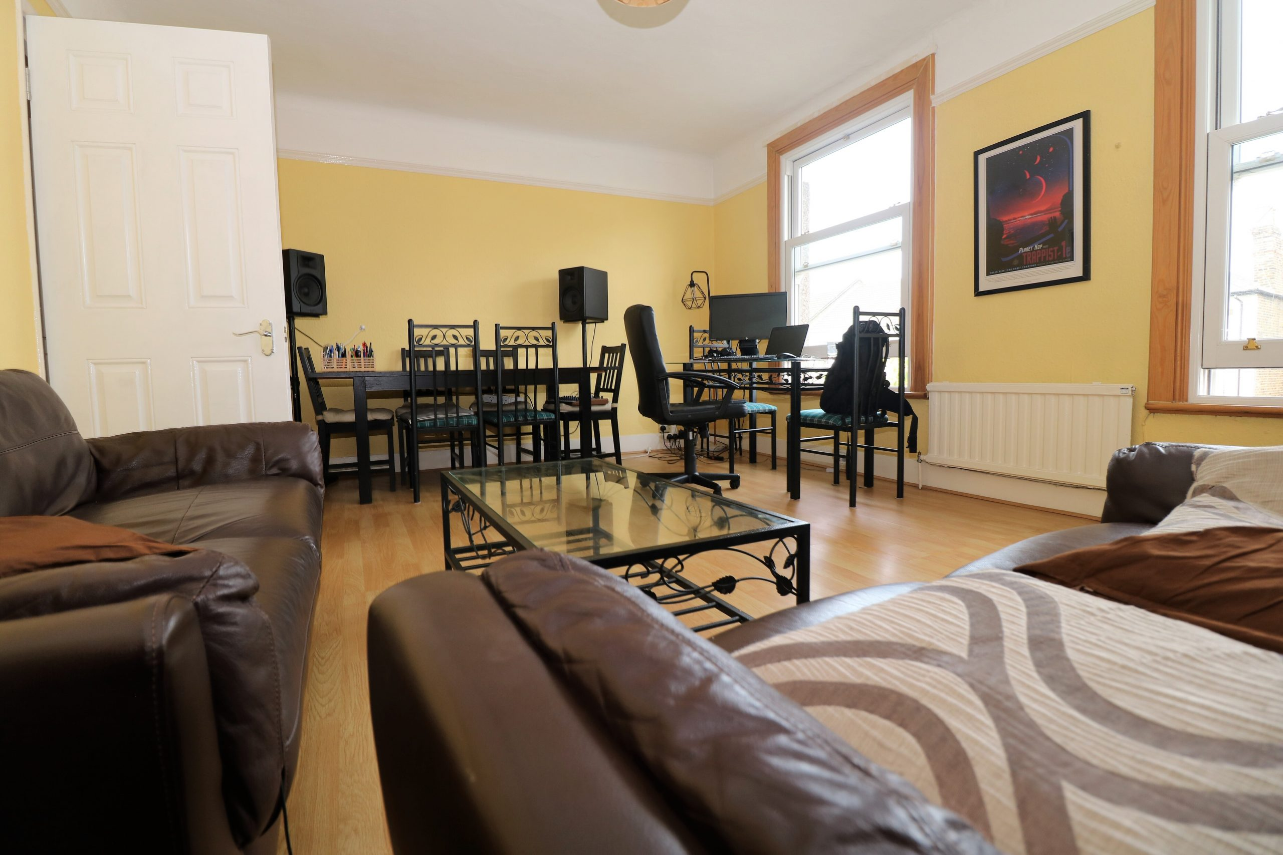 Top floor split level one bedroom flat in Stroud Green, N4