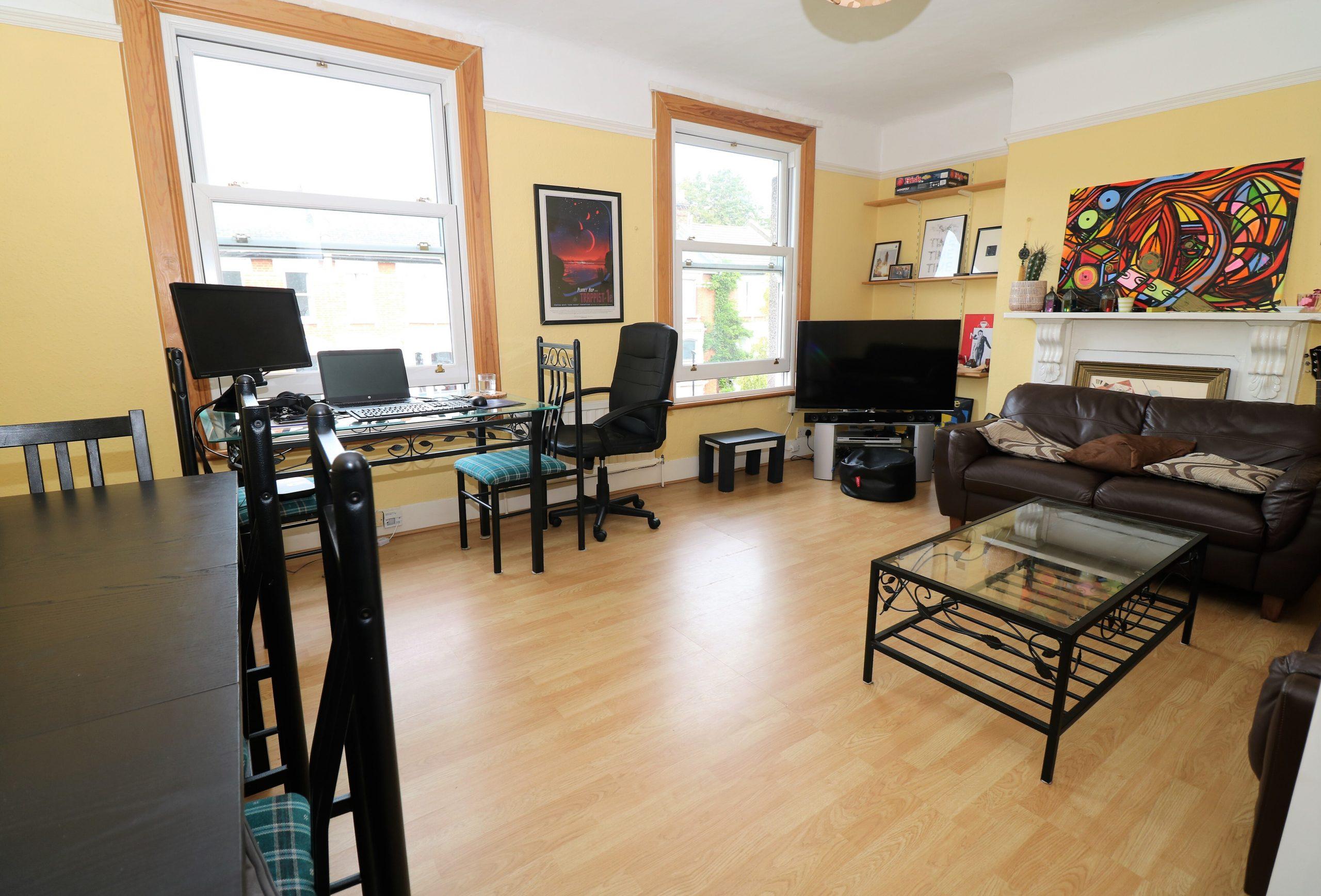 Top floor split level one bedroom flat in Stroud Green, N4