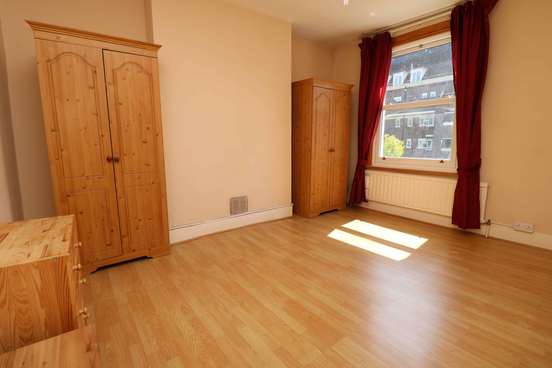 Top floor split level one bedroom flat in Finsbury Park, N4