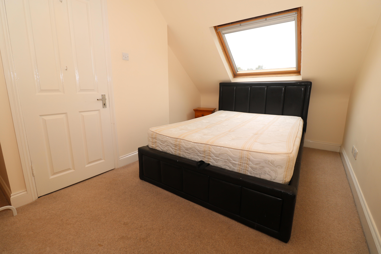 Top floor 3 double bedroom flat with 2 bathrooms in Highbury, Islington, N5