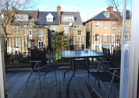 Top floor split level flat with a wonderful decked terrace in N19