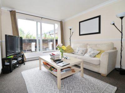Two double bedroom maisonette with a terrace in Islington, N7