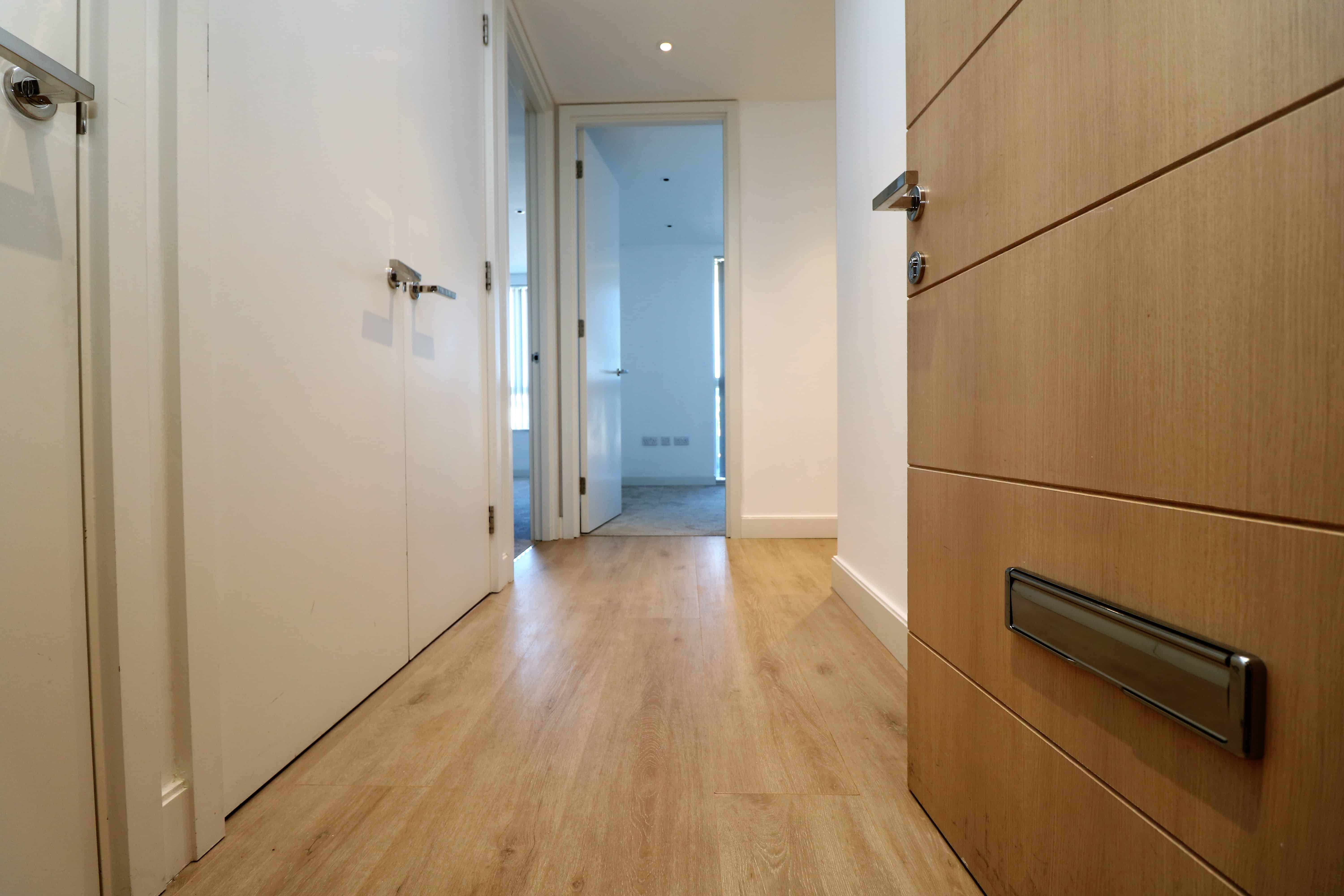 Third floor two bed apartment with two bathroom and modern stylish living quarters in the leafy area of Hornsey, N8