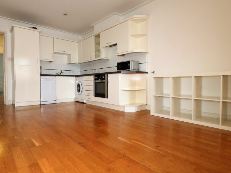 Spacious third floor one bed apartment near Old Street, EC1V.