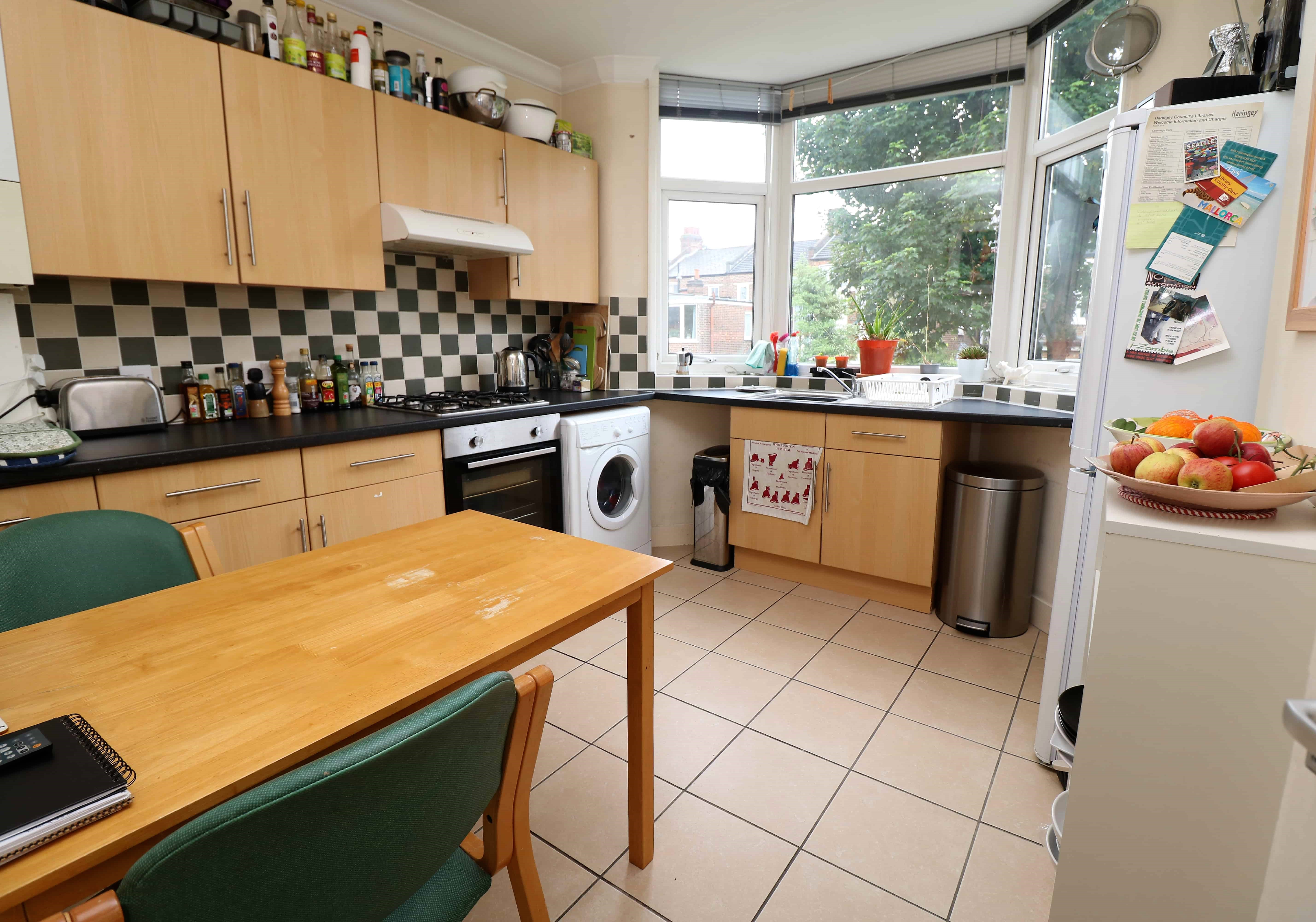 Top floor two bedroom flat on the ladder, N8. Spacious living room and kitchen.