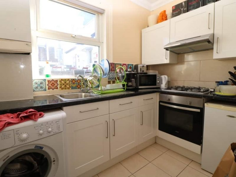 Top floor two double bedroom flat with a spacious lounge and separate kitchen near Turnpike Lane, N8