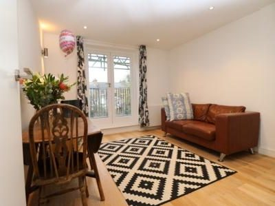 Two bedroom flat with a west facing terrace. This well presented flat in located in Finsbury Park, Islington, N4