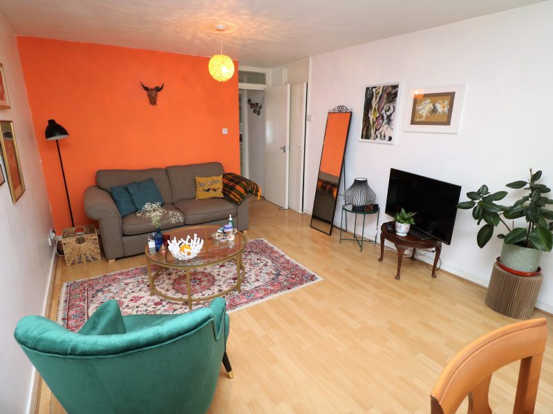 Purpose built one bedroom flat in Islington, N4. Naturally light, wood floors, lots of storage with a balcony.